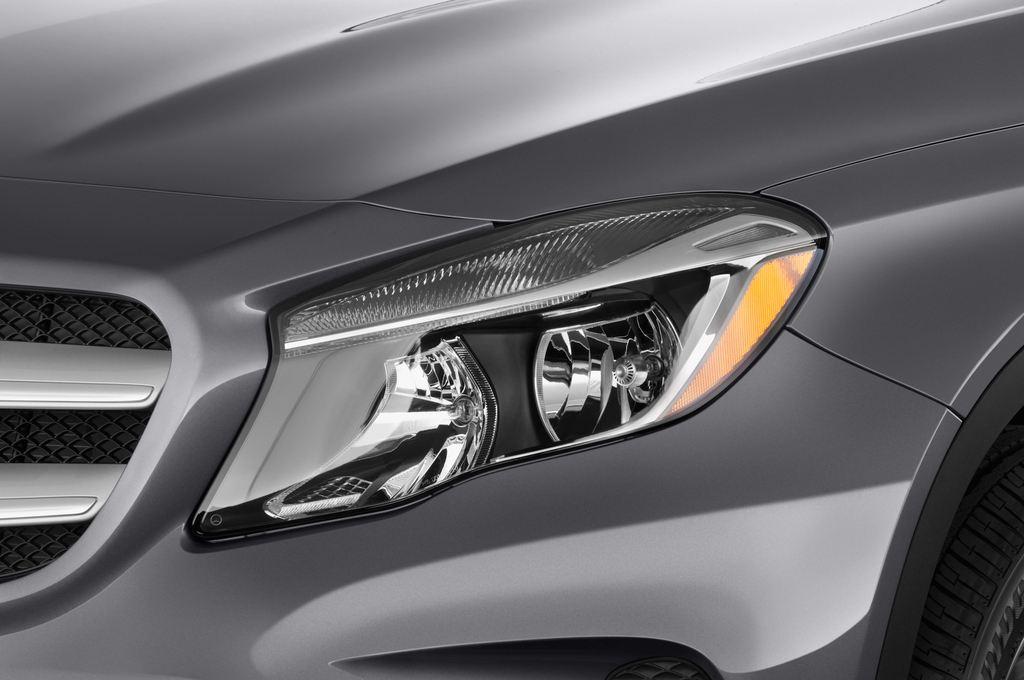 Mercedes-Benz GLA Urban SUV (2013 - heute) 5 Türen Scheinwerfer