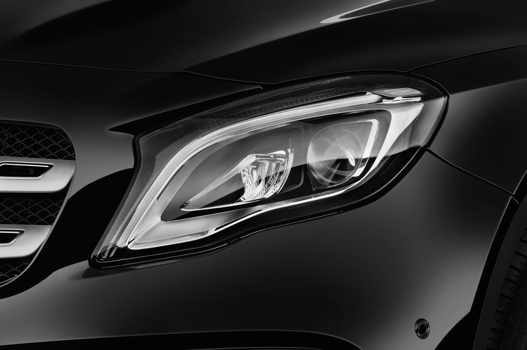 Mercedes-Benz GLA AMG Line SUV (2013 - heute) 5 Türen Scheinwerfer