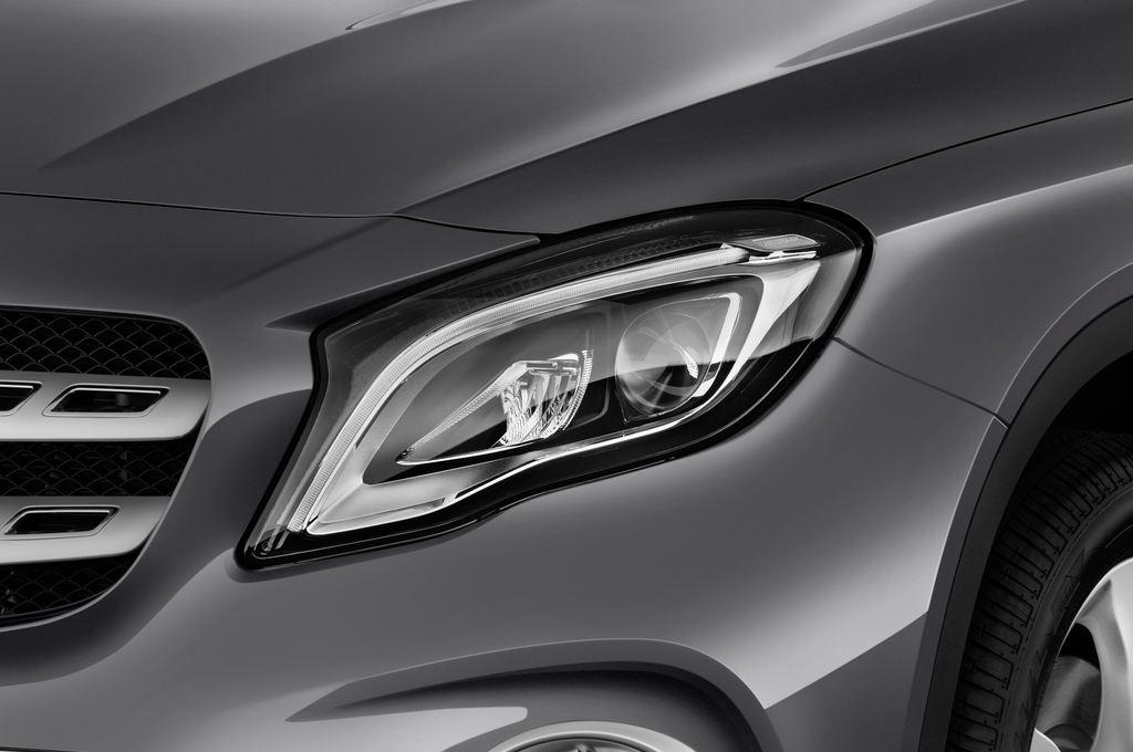 Mercedes-Benz GLA - SUV (2013 - heute) 5 Türen Scheinwerfer
