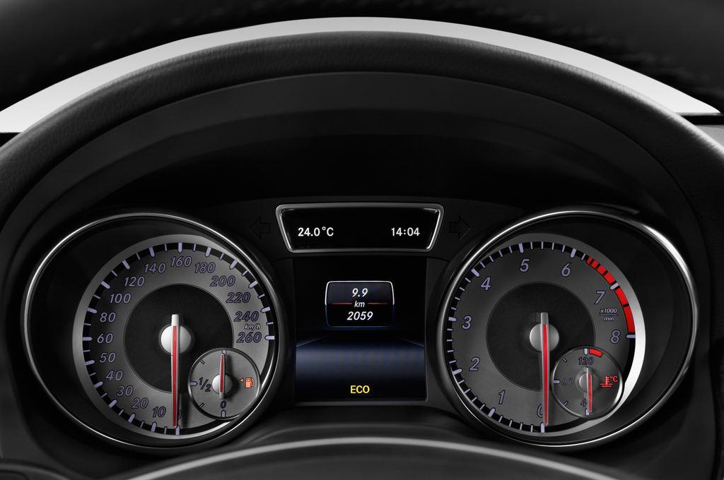 Mercedes-Benz GLA STYLE SUV (2013 - heute) 5 Türen Tacho und Fahrerinstrumente