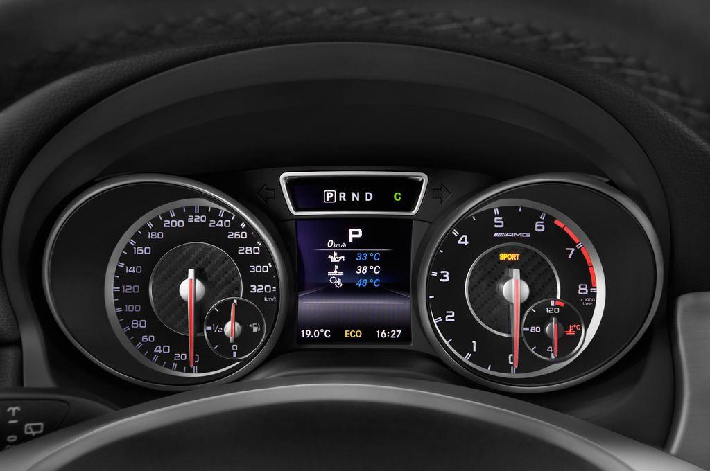 Mercedes-Benz GLA AMG SUV (2013 - heute) 5 Türen Tacho und Fahrerinstrumente