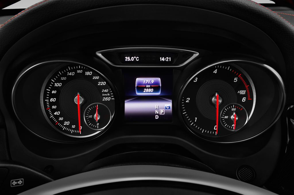 Mercedes-Benz GLA AMG 45 SUV (2013 - heute) 5 Türen Tacho und Fahrerinstrumente