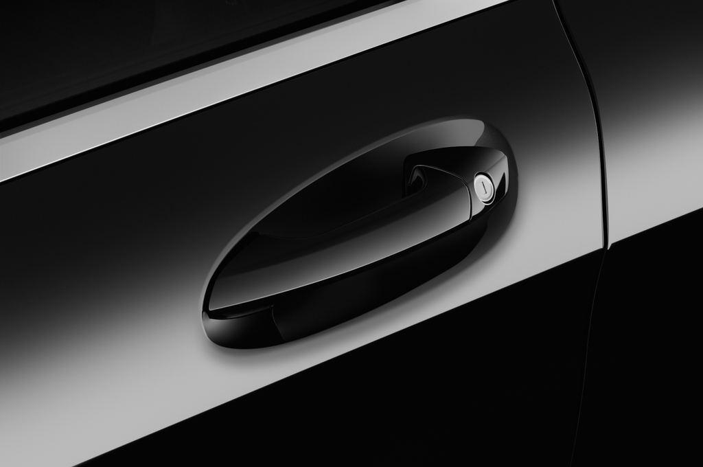Mercedes-Benz GLA AMG Line SUV (2013 - heute) 5 Türen Türgriff