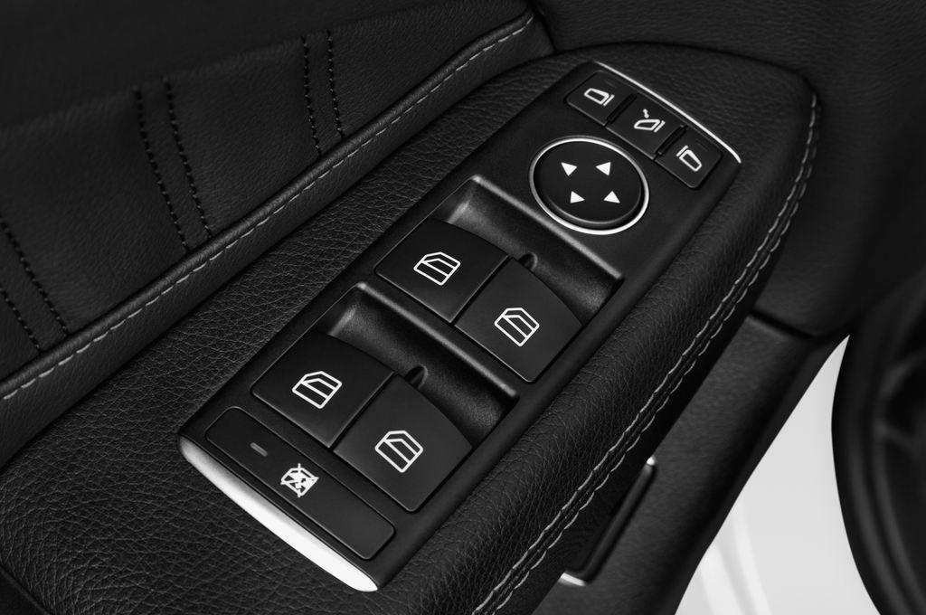 Mercedes-Benz GLE AMG Line SUV (2015 - heute) 5 Türen Bedienungselemente Tür