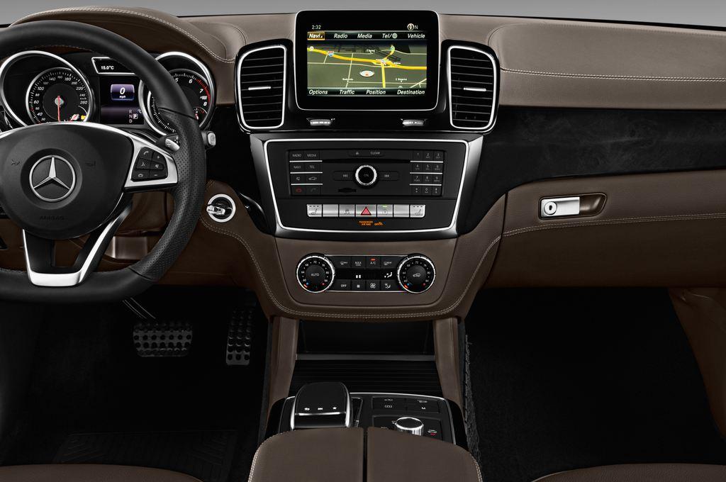 Mercedes-Benz GLE AMG 43 SUV (2015 - heute) 5 Türen Mittelkonsole
