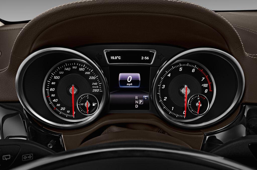 Mercedes-Benz GLE AMG 43 SUV (2015 - heute) 5 Türen Tacho und Fahrerinstrumente