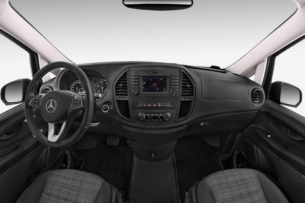 Mercedes-Benz Vito 119 Bluetec Lang Bus (2014 - heute) 5 Türen Cockpit und Innenraum
