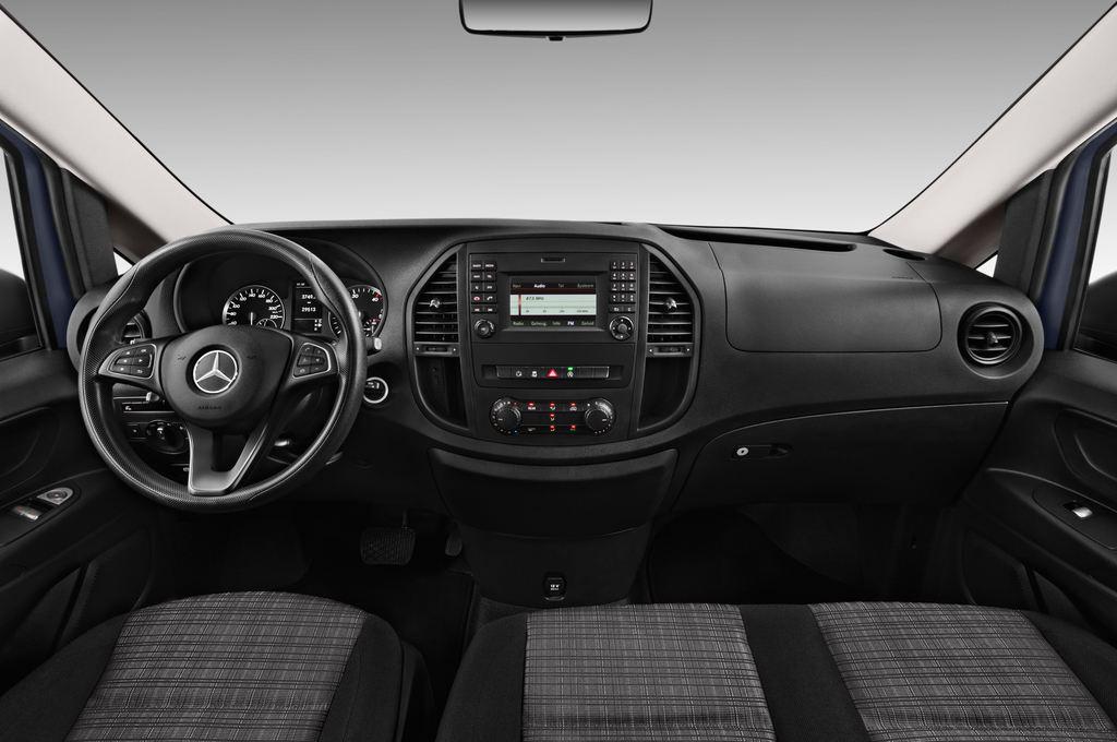 Mercedes-Benz Vito Pro Bus (2014 - heute) 4 Türen Cockpit und Innenraum