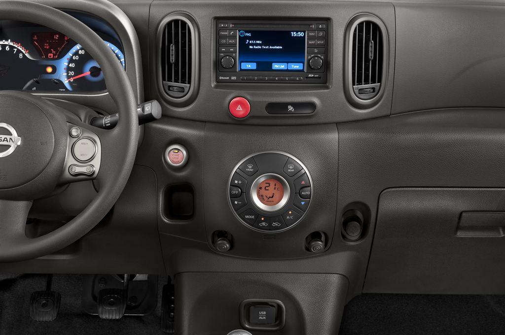 Nissan Cube Zen Van (2008 - 2011) 5 Türen Mittelkonsole