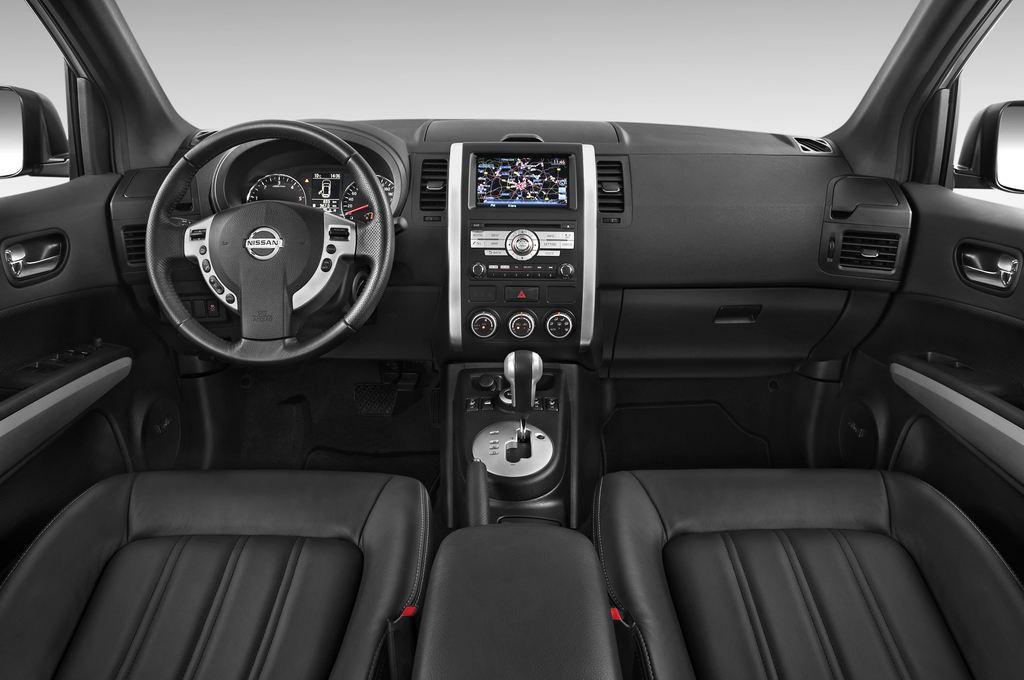 Nissan X-Trail LE SUV (2007 - 2014) 5 Türen Cockpit und Innenraum