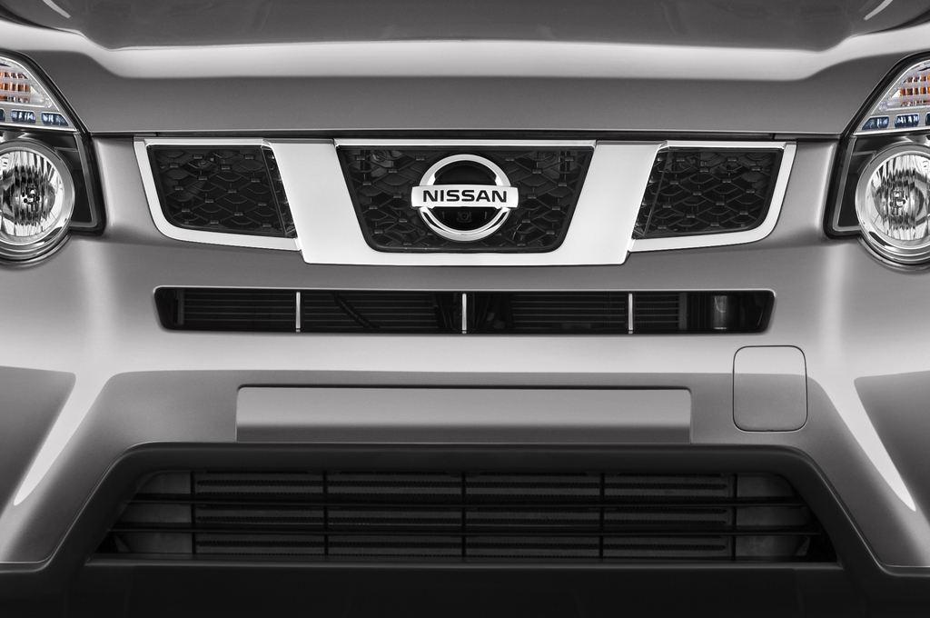 Nissan X-Trail LE SUV (2007 - 2014) 5 Türen Kühlergrill und Scheinwerfer