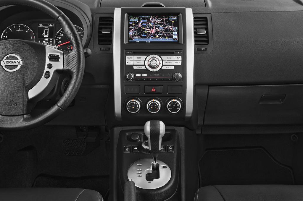 Nissan X-Trail LE SUV (2007 - 2014) 5 Türen Mittelkonsole