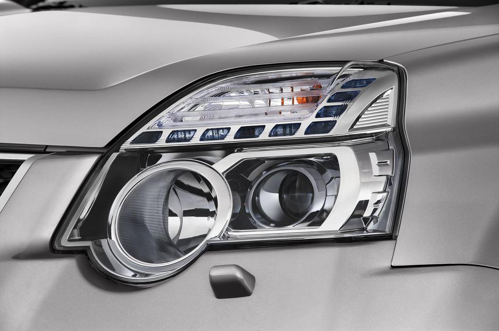 Nissan X-Trail LE SUV (2007 - 2014) 5 Türen Scheinwerfer