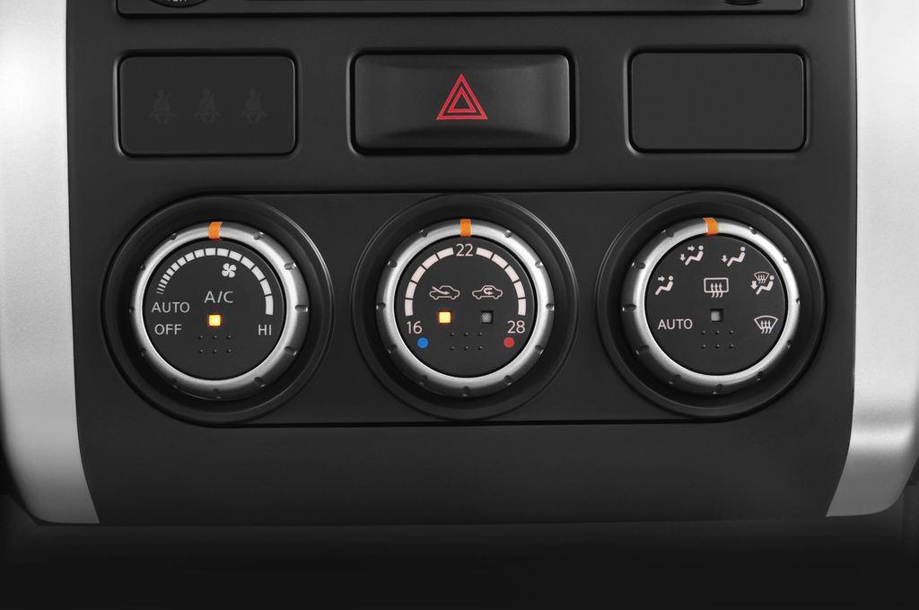 Nissan X-Trail LE SUV (2007 - 2014) 5 Türen Temperatur und Klimaanlage