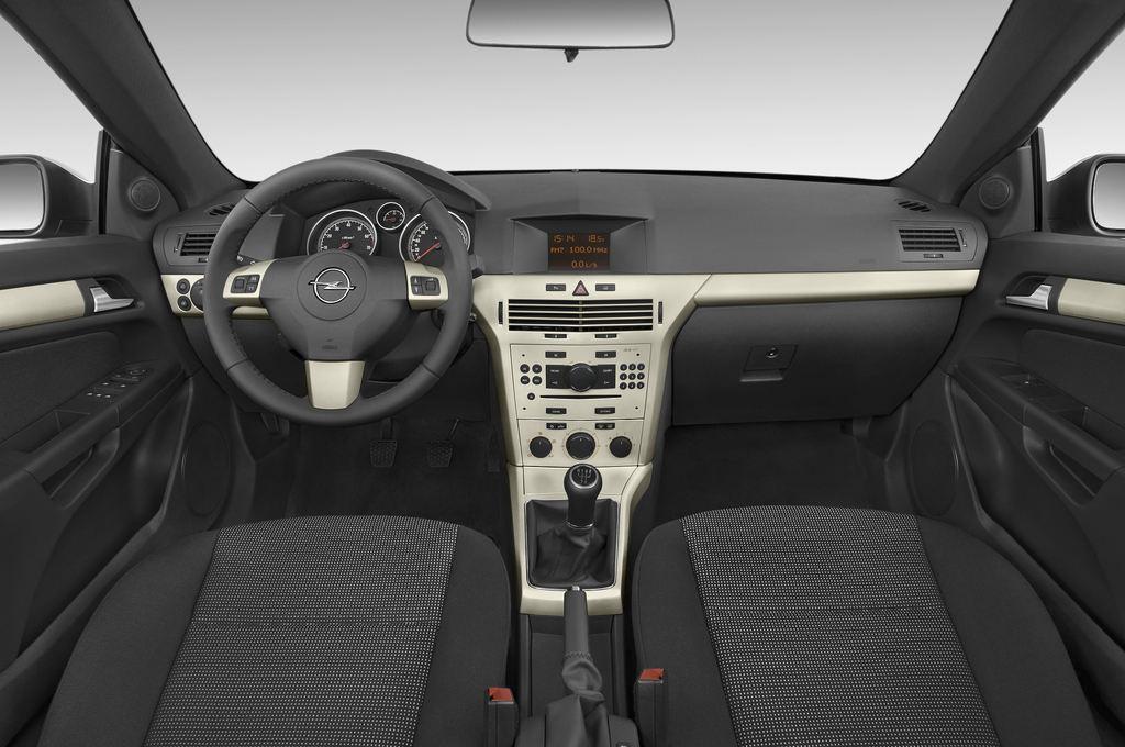 Opel Astra Endless Summer Cabrio (2005 - 2010) 2 Türen Cockpit und Innenraum