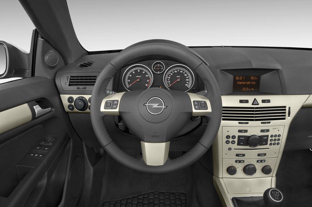 Opel Astra Endless Summer Cabrio (2005 - 2010) 2 Türen Lenkrad