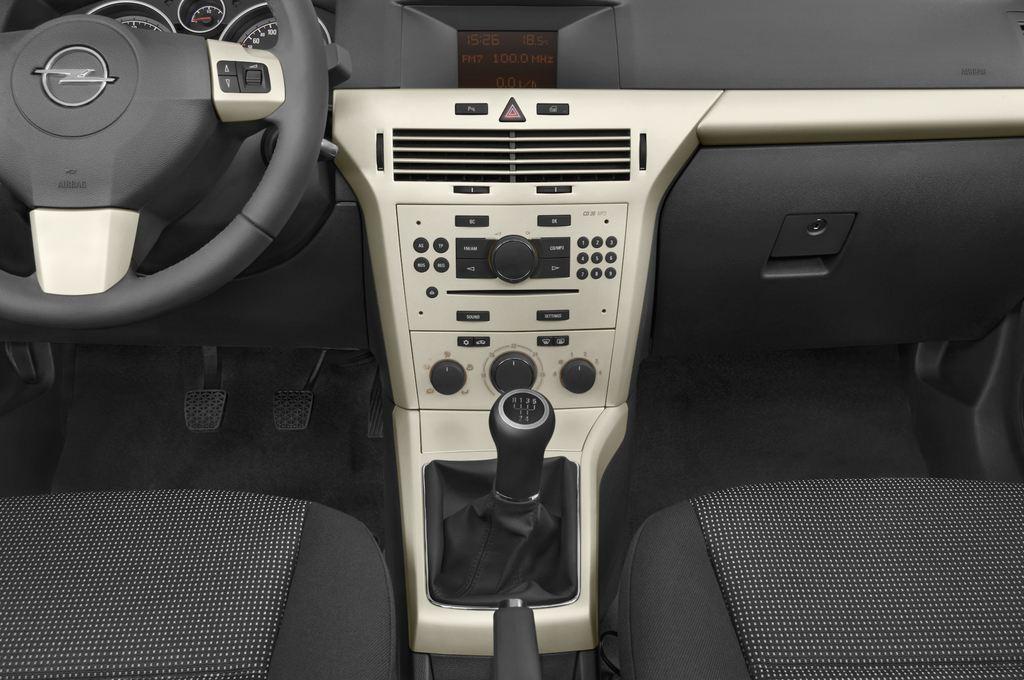 Opel Astra Endless Summer Cabrio (2005 - 2010) 2 Türen Mittelkonsole