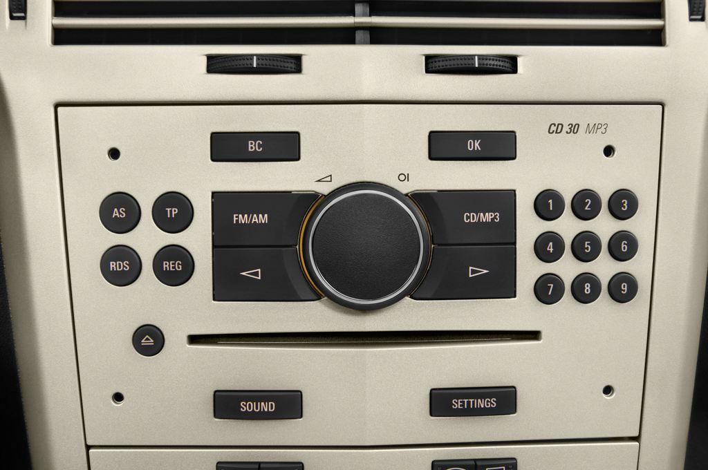 Opel Astra Endless Summer Cabrio (2005 - 2010) 2 Türen Radio und Infotainmentsystem