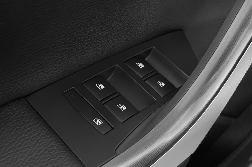 Opel Astra Sport Kombi (2009 - 2015) 5 Türen Bedienungselemente Tür