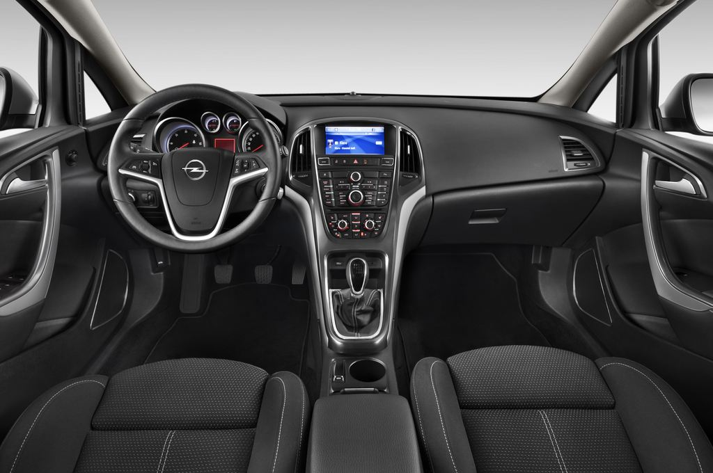 Opel Astra Sport Kombi (2009 - 2015) 5 Türen Cockpit und Innenraum