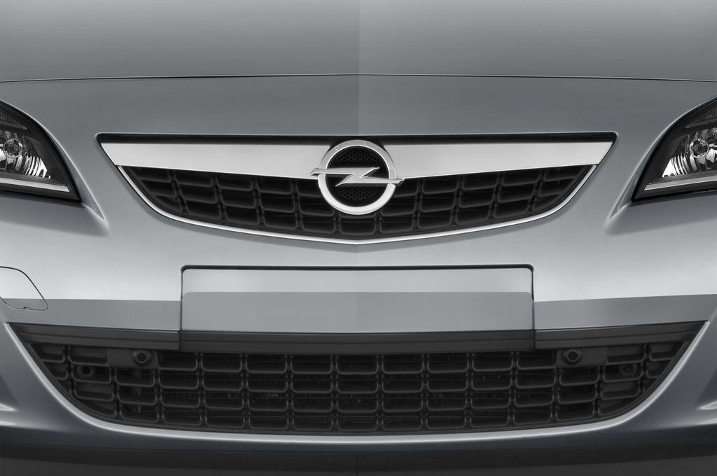 Opel Astra Sport Kombi (2009 - 2015) 5 Türen Kühlergrill und Scheinwerfer