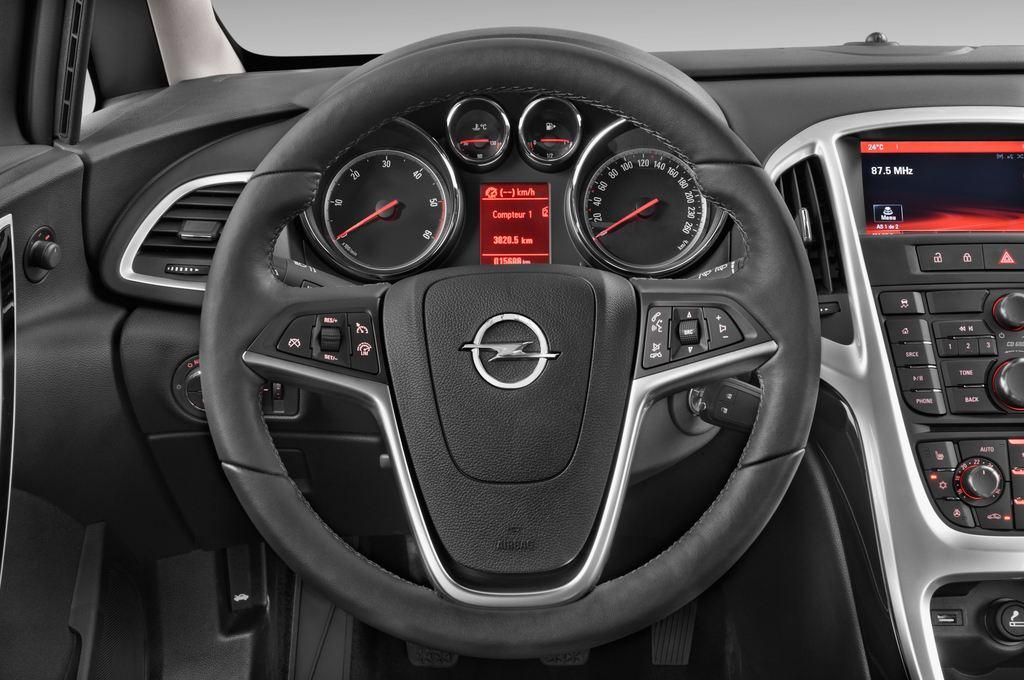 Opel Astra Style Kombi (2009 - 2015) 5 Türen Lenkrad