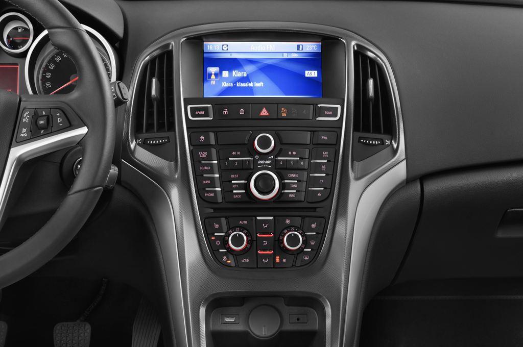Opel Astra Sport Kombi (2009 - 2015) 5 Türen Mittelkonsole