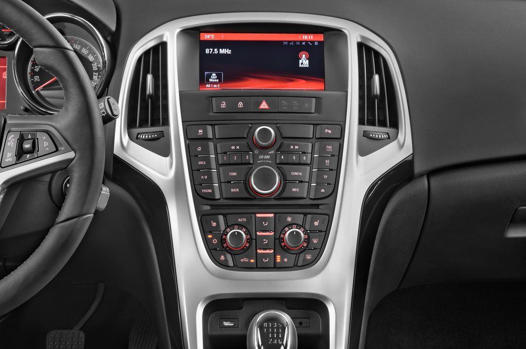Opel Astra Style Kombi (2009 - 2015) 5 Türen Mittelkonsole