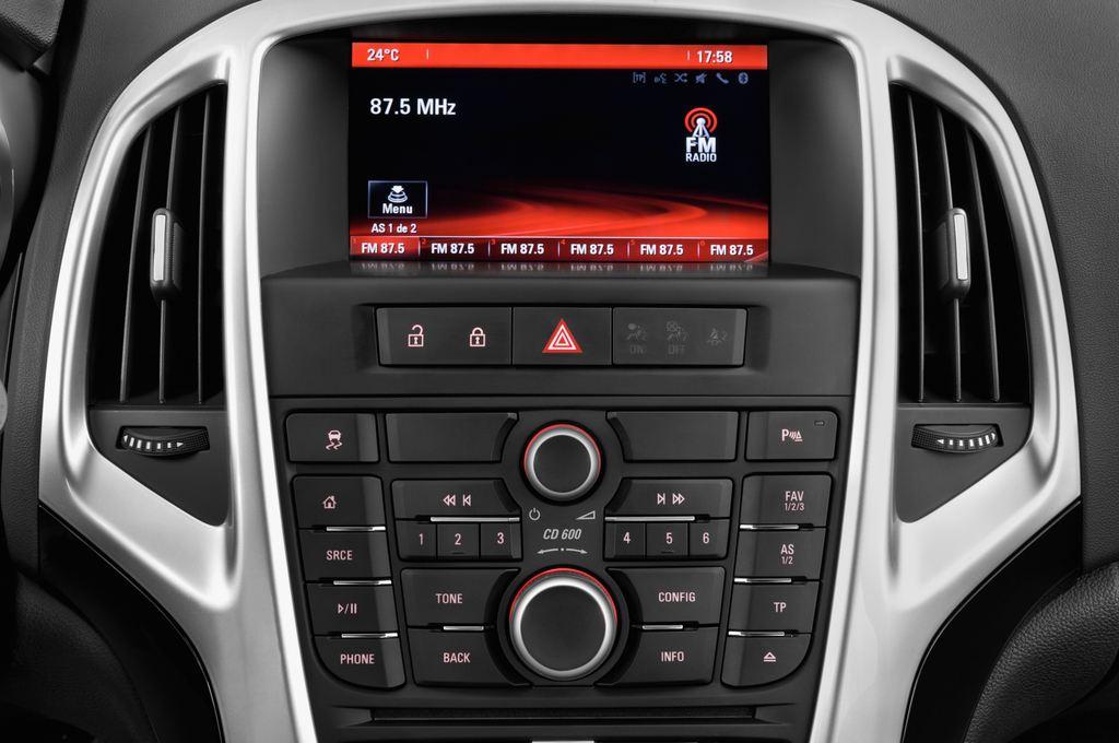 Opel Astra Style Kombi (2009 - 2015) 5 Türen Radio und Infotainmentsystem