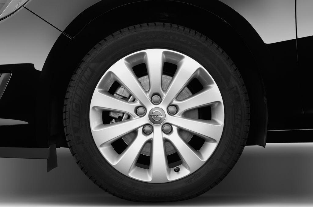 Opel Astra Style Kombi (2009 - 2015) 5 Türen Reifen und Felge