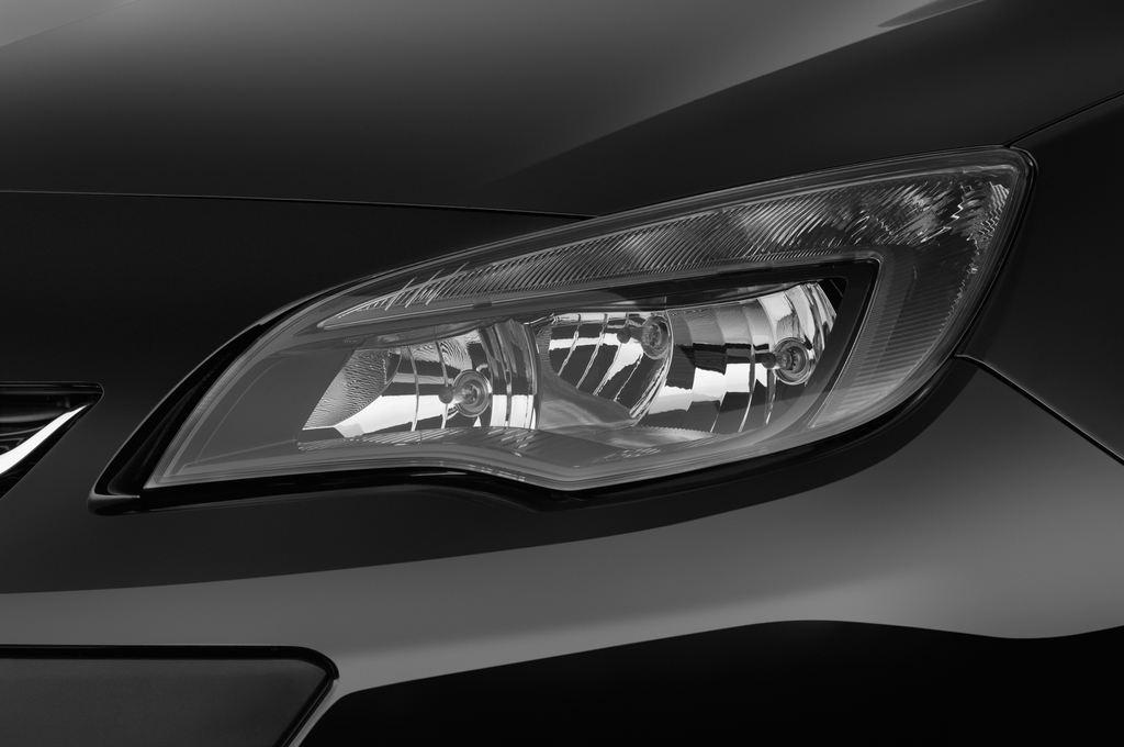Opel Astra Style Kombi (2009 - 2015) 5 Türen Scheinwerfer