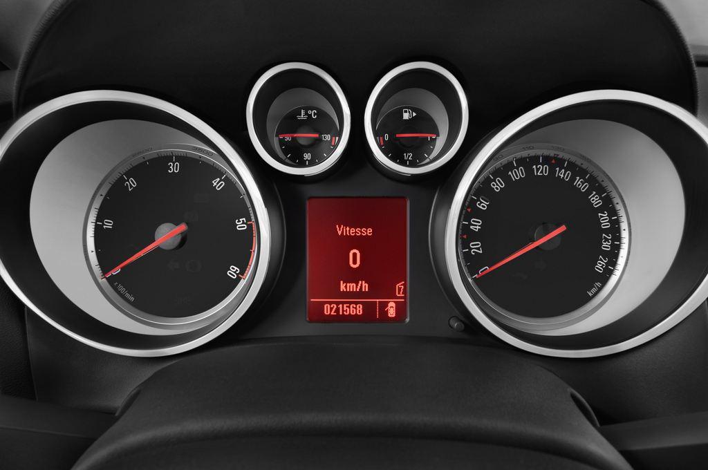 Opel Astra Sport Kombi (2009 - 2015) 5 Türen Tacho und Fahrerinstrumente