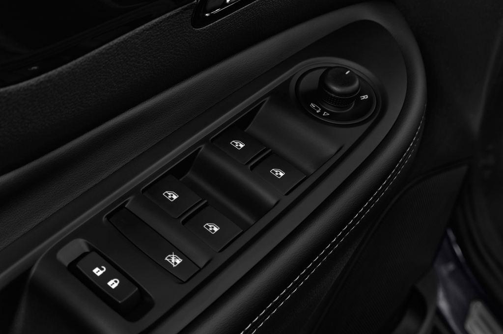 Opel Mokka Innovation SUV (2012 - heute) 5 Türen Bedienungselemente Tür