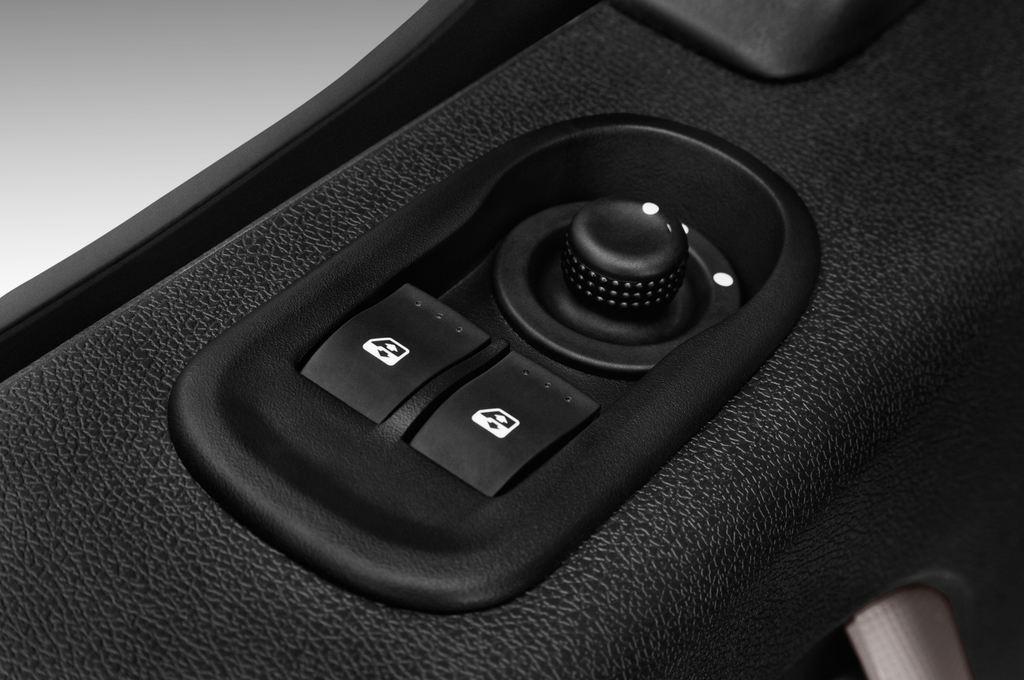 Opel Movano - Transporter (2010 - heute) 4 Türen Bedienungselemente Tür