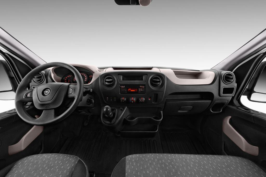 Opel Movano - Transporter (2010 - heute) 4 Türen Cockpit und Innenraum
