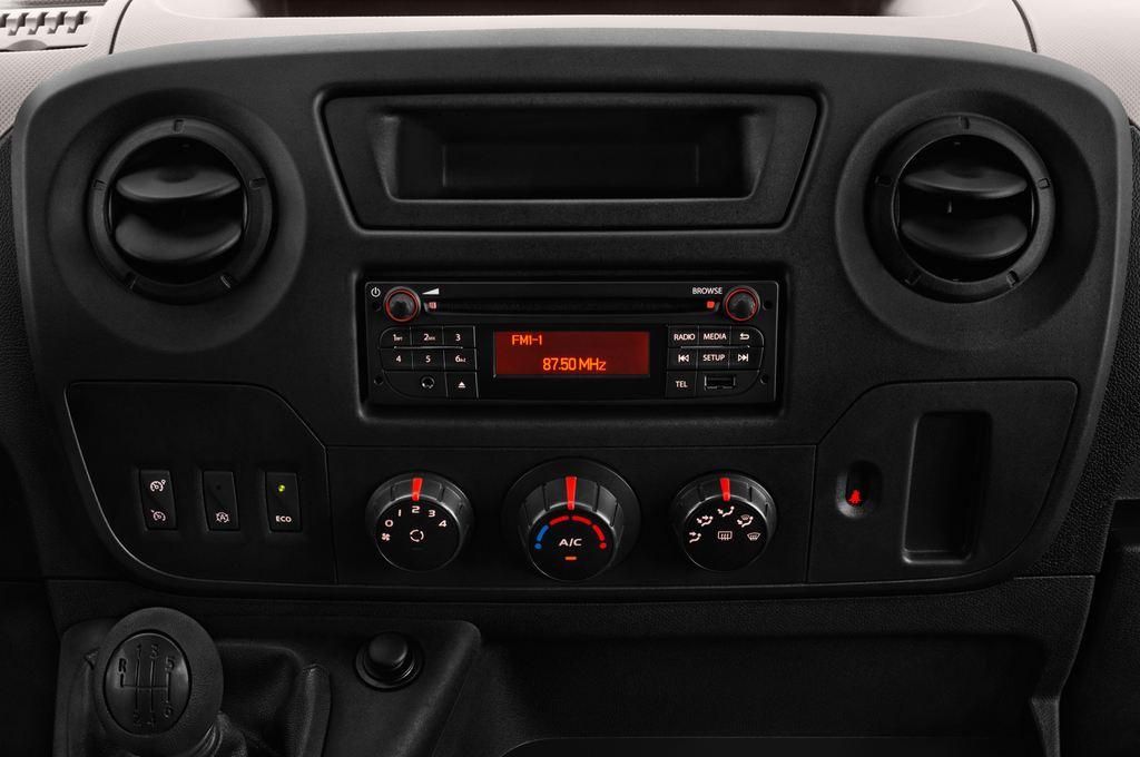 Opel Movano - Transporter (2010 - heute) 4 Türen Mittelkonsole