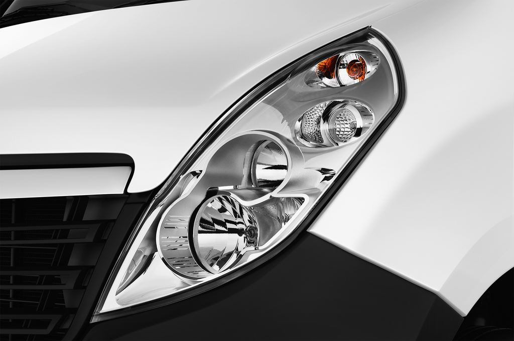 Opel Movano - Transporter (2010 - heute) 4 Türen Scheinwerfer