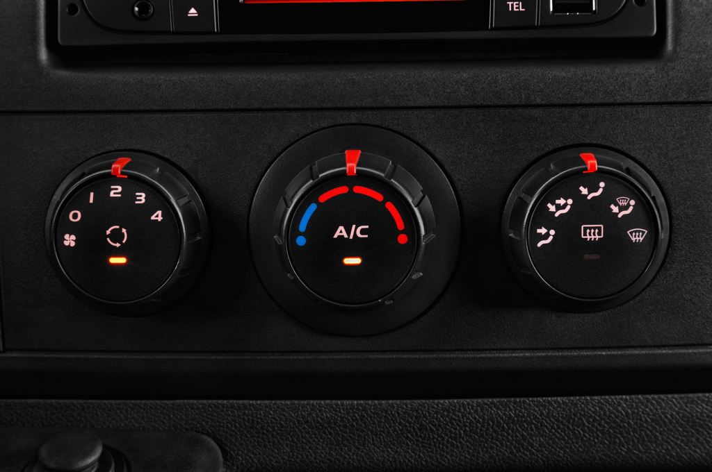 Opel Movano - Transporter (2010 - heute) 4 Türen Temperatur und Klimaanlage