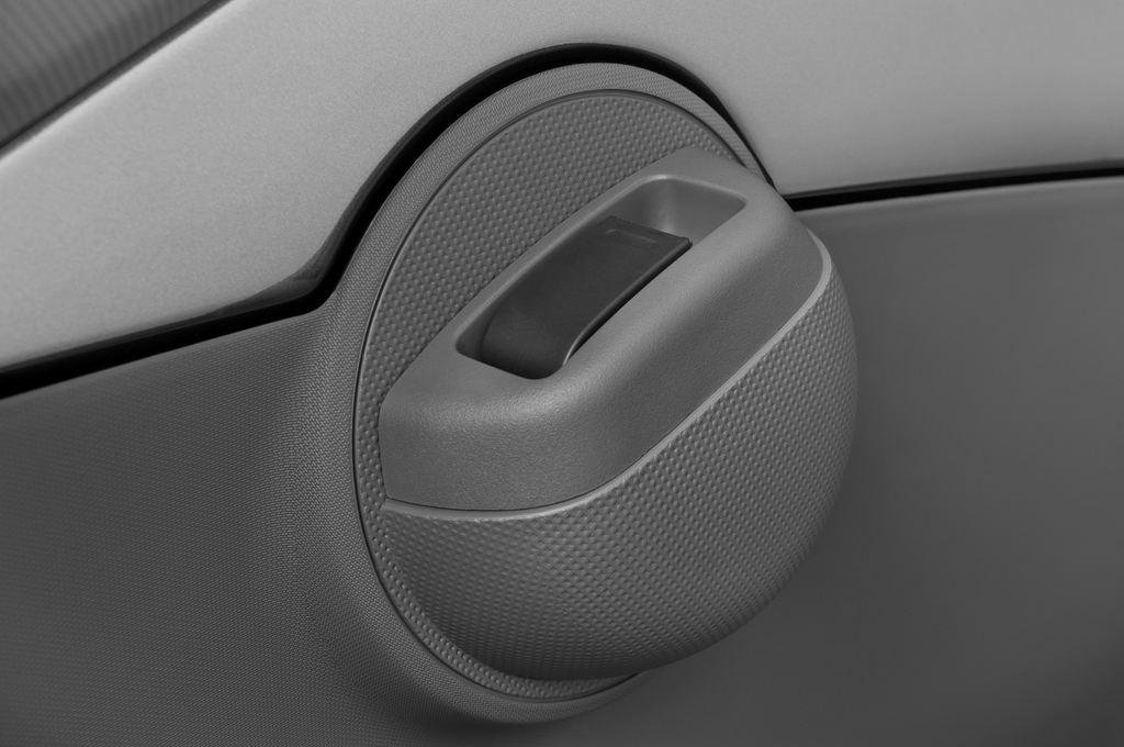 Peugeot 107 Filou Kleinwagen (2005 - 2014) 3 Türen Bedienungselemente Tür