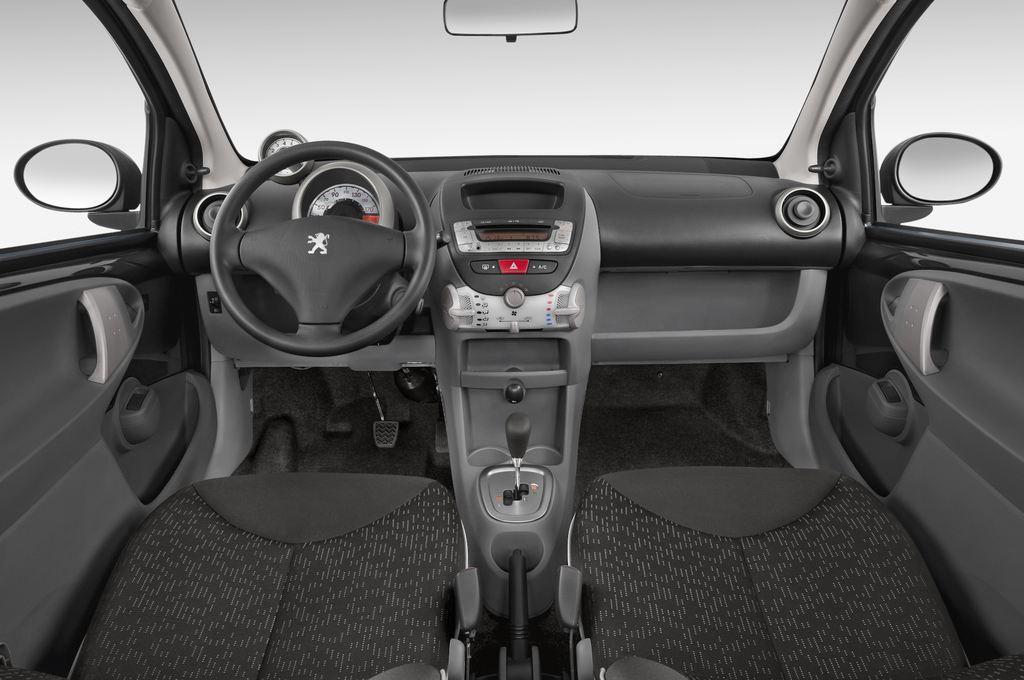 Peugeot 107 Filou Kleinwagen (2005 - 2014) 3 Türen Cockpit und Innenraum