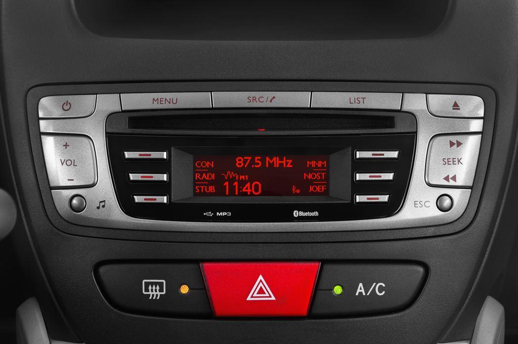 Peugeot 107 Envy Kleinwagen (2005 - 2014) 3 Türen Radio und Infotainmentsystem