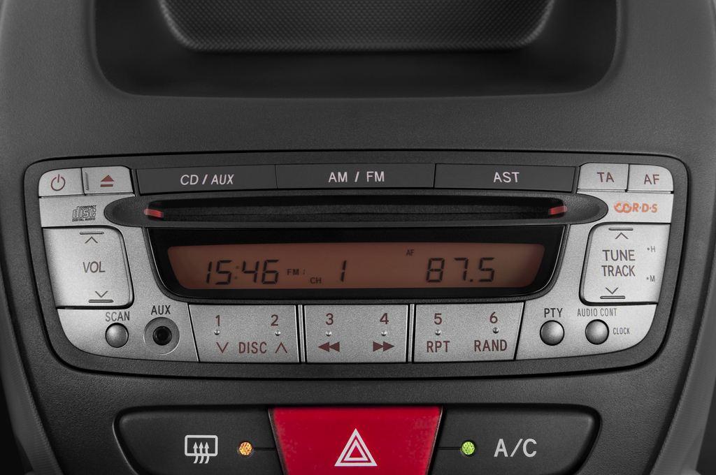 Peugeot 107 Filou Kleinwagen (2005 - 2014) 3 Türen Radio und Infotainmentsystem