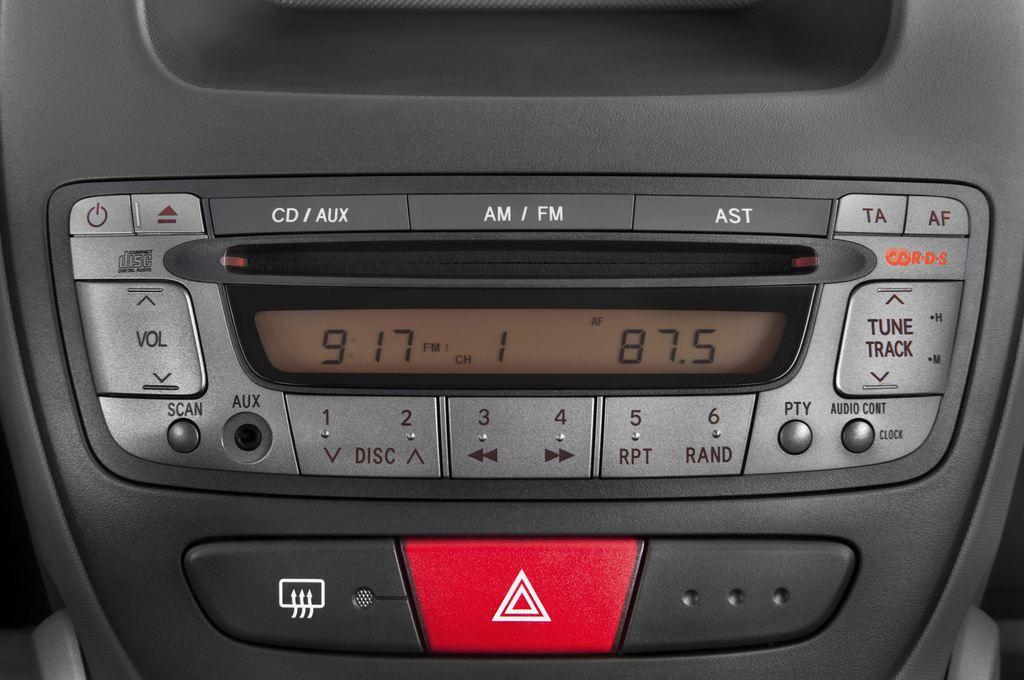 Peugeot 107 Filou Kleinwagen (2005 - 2014) 5 Türen Radio und Infotainmentsystem