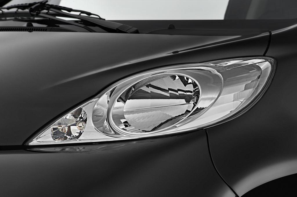 Peugeot 107 Filou Kleinwagen (2005 - 2014) 5 Türen Scheinwerfer
