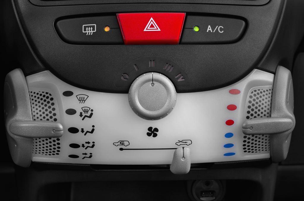 Peugeot 107 Envy Kleinwagen (2005 - 2014) 3 Türen Temperatur und Klimaanlage