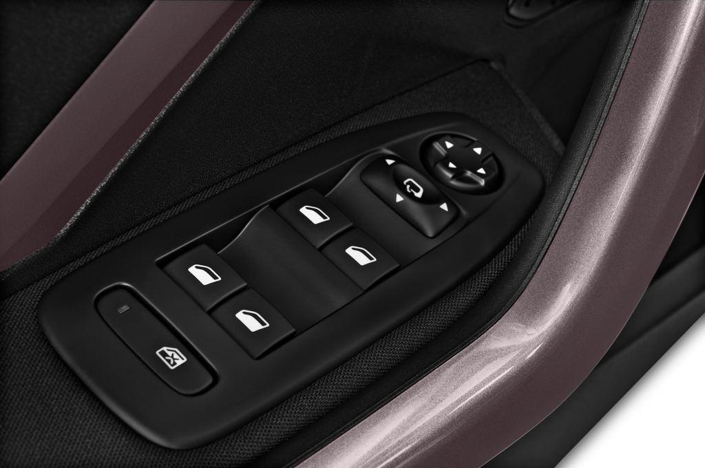 Peugeot 2008 Active SUV (2013 - heute) 5 Türen Bedienungselemente Tür