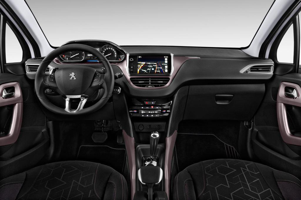 Peugeot 2008 Active SUV (2013 - heute) 5 Türen Cockpit und Innenraum