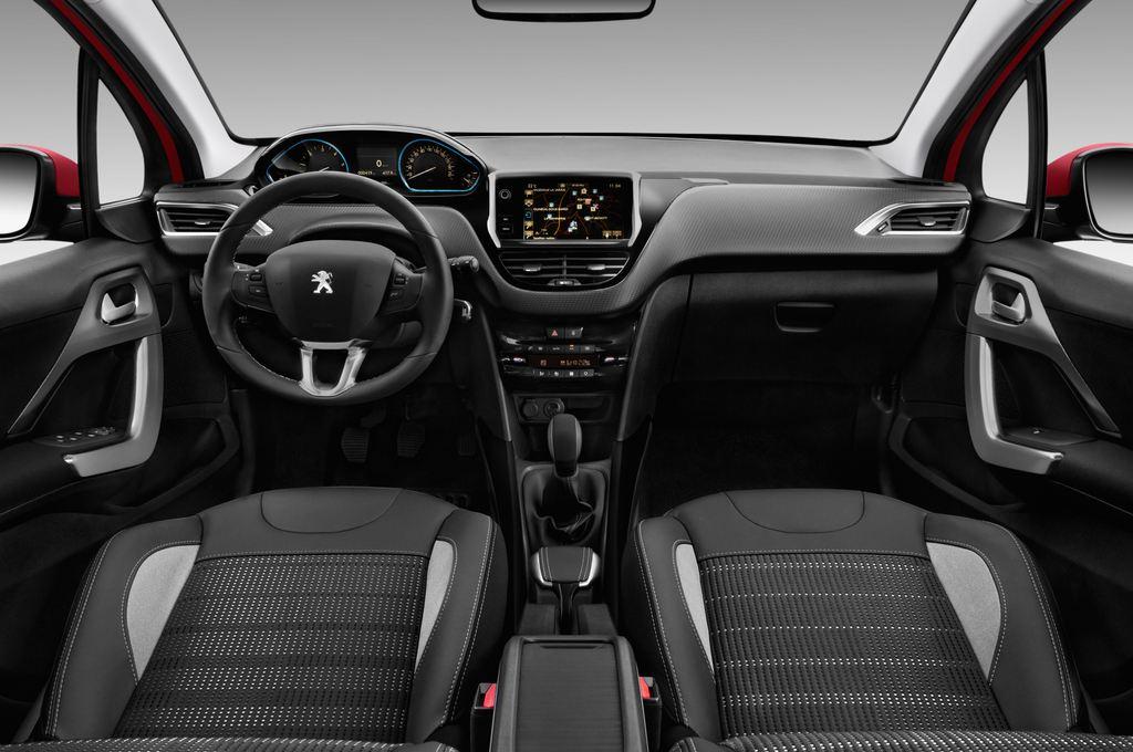 Peugeot 2008 Allure SUV (2013 - heute) 5 Türen Cockpit und Innenraum