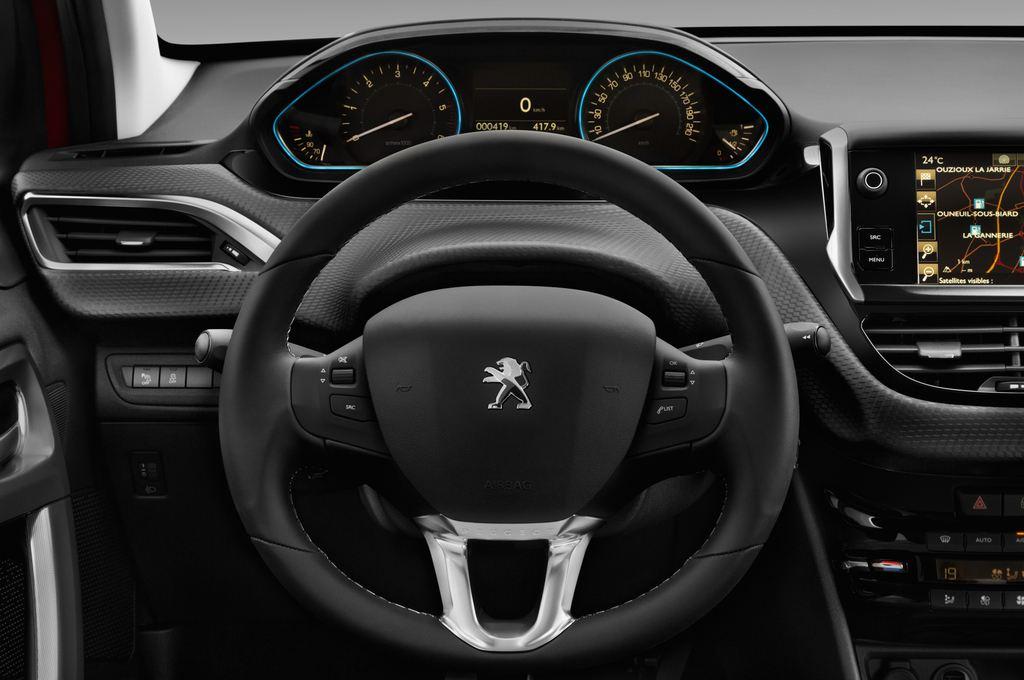 Peugeot 2008 Allure SUV (2013 - heute) 5 Türen Lenkrad