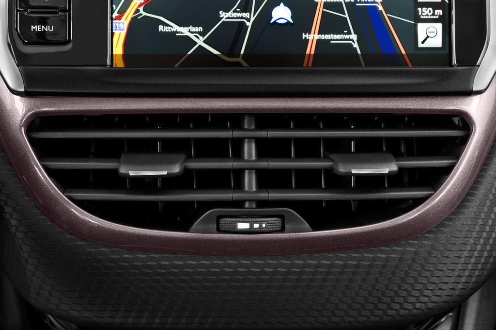 Peugeot 2008 Active SUV (2013 - heute) 5 Türen Lüftung